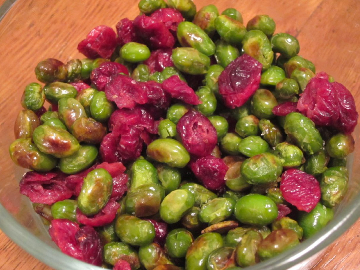 Dry-Roasted Edamame with Cranberry Mix